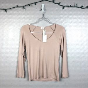 Aritzia | NWT Wilfred Blush V-Neck Tee M